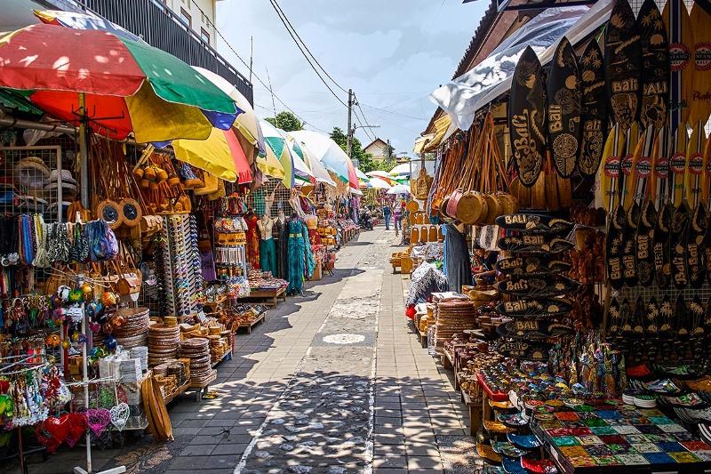 https: img.okezone.com content 2020 10 26 408 2299555 7-tempat-wisata-belanja-terbaik-di-bali-nomor-6-lokasi-syuting-film-hollywood-l9TR4vk3Ew.jpg