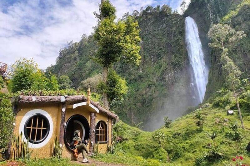 https: img.okezone.com content 2020 10 26 408 2299676 melepas-penat-di-curug-citambur-panoramanya-bak-negeri-dongeng-ghHsjiYoMN.jpg