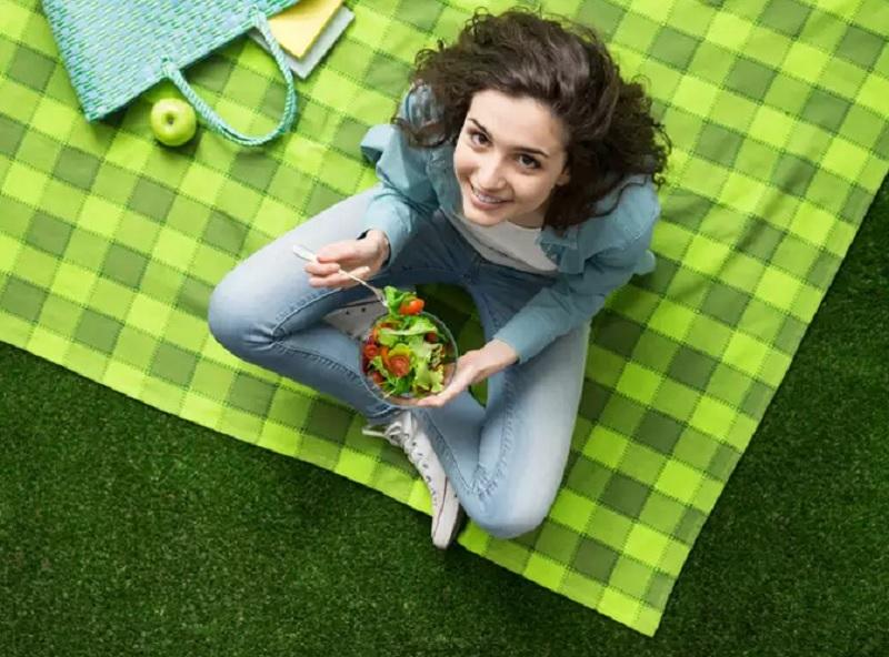 https: img.okezone.com content 2020 10 26 481 2299680 turunkan-berat-badan-berapa-kalori-yang-harus-dikonsumsi-per-hari-BRUNklQDhK.jpg