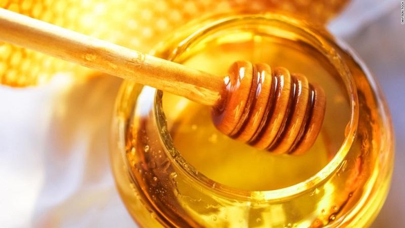 https: img.okezone.com content 2020 10 26 481 2299997 khasiat-madu-kaya-antioksidan-hingga-membantu-penyembuhan-luka-5a8GBAM0aX.jpg