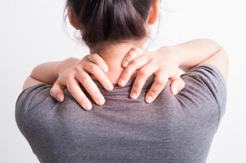 https: img.okezone.com content 2020 10 26 620 2299516 osteoporosis-hanya-serang-orang-tua-benarkah-Cic1XIP3j7.jpg