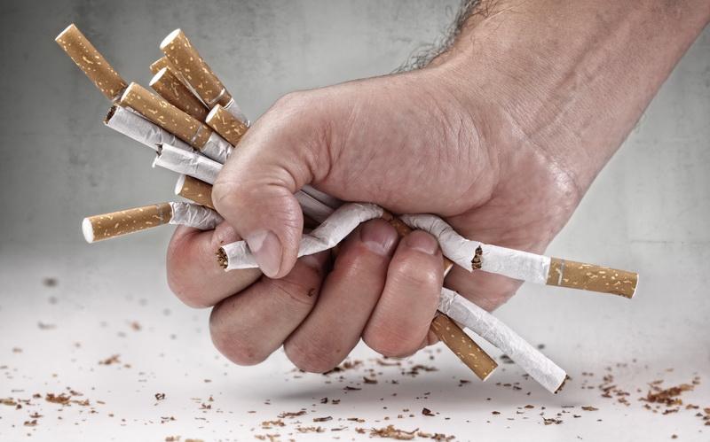 https: img.okezone.com content 2020 10 26 620 2299683 tarif-cukai-naik-industri-rokok-sudah-jatuh-tertimpa-tangga-Ng0xkC2C55.jpg