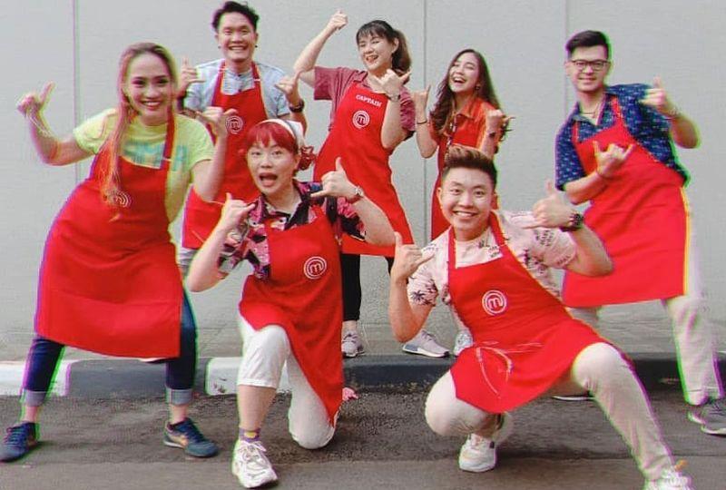 https: img.okezone.com content 2020 10 27 194 2300427 dari-yuri-hingga-clava-intip-warna-warni-rambut-kontestan-masterchef-indonesia-m9XS6yDS2I.jpg