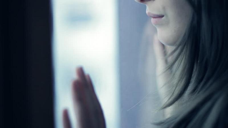 https: img.okezone.com content 2020 10 27 612 2300306 viral-curahan-hati-seorang-istri-20-tahun-tinggal-sendiri-sendiri-dengan-suami-IX1cihYMjY.jpg
