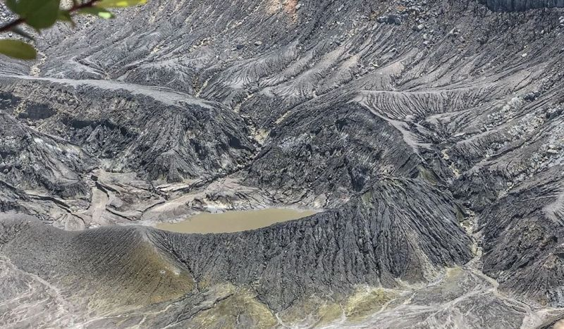 https: img.okezone.com content 2020 10 28 408 2300765 berwisata-ke-gunung-tangkuban-parahu-pas-dikunjungi-bersama-keluarga-uCHjQf4Hna.jpg