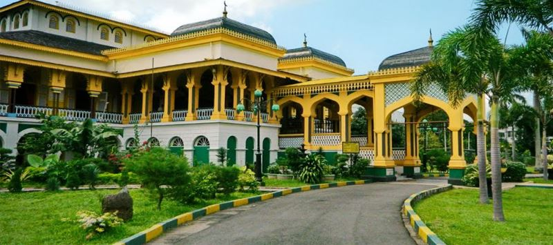 https: img.okezone.com content 2020 10 29 408 2301235 5-objek-wisata-religi-di-medan-dari-masjid-hingga-istana-z8KPt29fnG.jpg