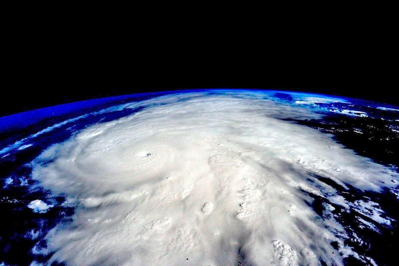 https: img.okezone.com content 2020 10 30 18 2301528 badai-zeta-terjang-as-tewaskan-setidaknya-6-orang-BVuujajnLZ.jpg