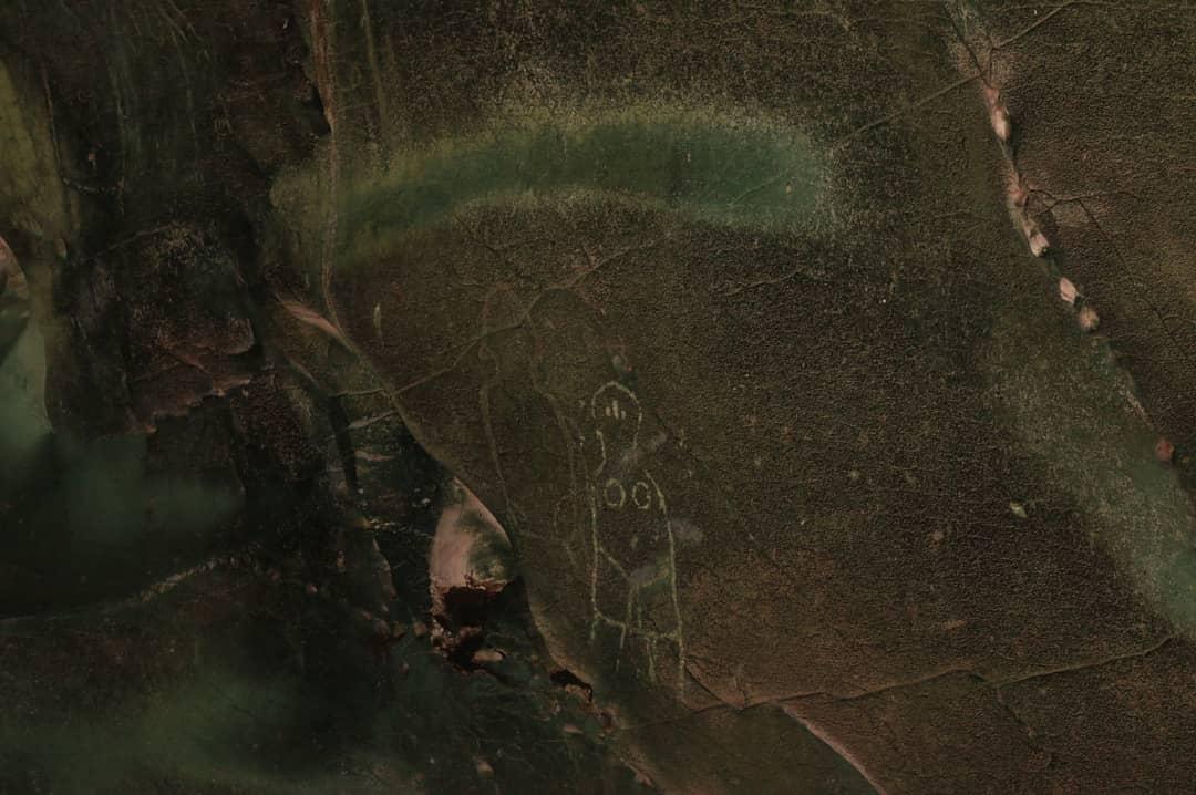 https: img.okezone.com content 2020 10 30 340 2301386 ditemukan-lukisan-prasejarah-mirip-alien-di-dalam-goa-kontitola-papua-mxZbI0wiEr.jpg