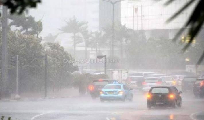 https: img.okezone.com content 2020 10 31 338 2301829 hujan-lebat-diperkirakan-guyur-jakarta-siang-ini-7WPHwcu5CP.jpg