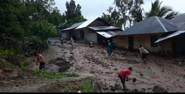 https: img.okezone.com content 2020 10 31 340 2302113 diguyur-hujan-deras-kabupaten-agam-dilanda-longsor-LyO6Re0K5e.jpg