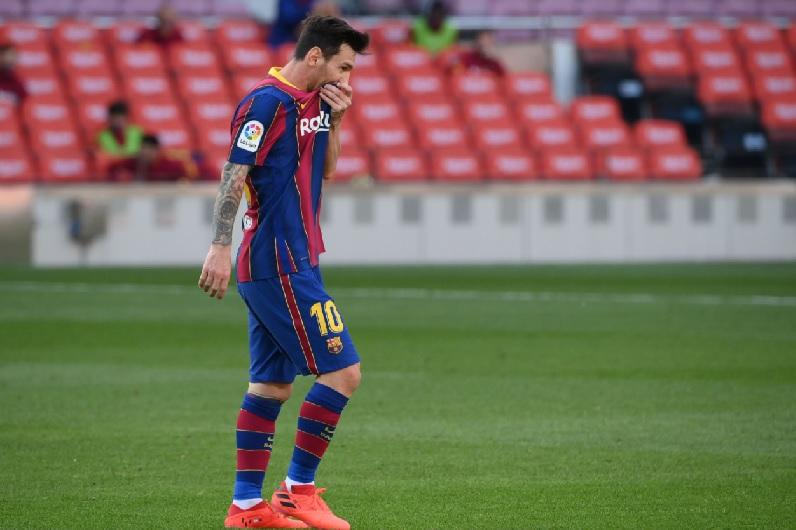 https: img.okezone.com content 2020 10 31 46 2301832 maradona-kesal-dengan-barcelona-yang-tak-biarkan-messi-pergi-aXzI49kFUB.jpg