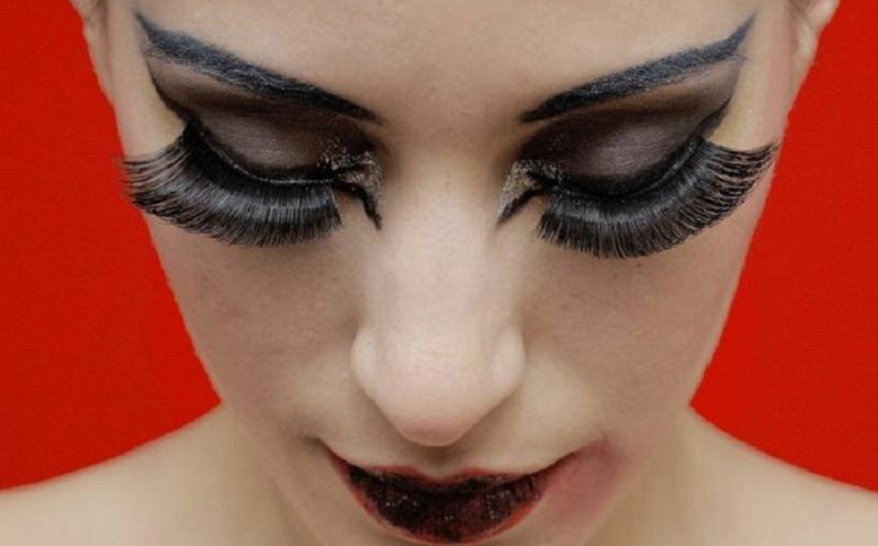 https: img.okezone.com content 2020 10 31 611 2301960 5-tips-untuk-merawat-eyelash-extension-mudah-kok-moVbNFozZv.jpg