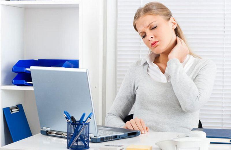 https: img.okezone.com content 2020 10 31 612 2302151 alami-sakit-kepala-belakang-hati-hati-kebocoran-darah-JeALubeAzM.jpg