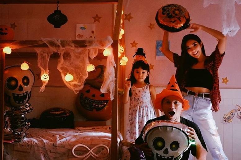 https: img.okezone.com content 2020 11 01 33 2302436 rayakan-halloween-bareng-gisel-gading-marten-diminta-rujuk-MLM2Y8c9ud.jpg