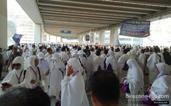 https: img.okezone.com content 2020 11 01 337 2302207 jamaah-umroh-indonesia-mulai-bertolak-ke-saudi-hari-ini-BbdhN5JPUV.jpg
