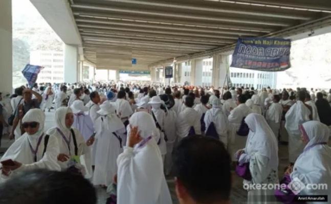 https: img.okezone.com content 2020 11 02 18 2302636 umrah-internasional-kembali-dibuka-jamaah-indonesia-dan-pakistan-jadi-yang-pertama-tiba-R8l5xA7fS2.jpg