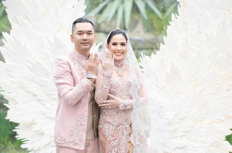 https: img.okezone.com content 2020 11 02 33 2302597 sally-adelia-girls-squad-resmi-menikah-Foz8m0EWP7.jpg