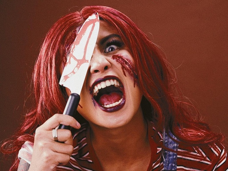 https: img.okezone.com content 2020 11 03 194 2303663 halloween-2020-intip-potret-awkarin-jadi-boneka-chucky-yang-menakutkan-1eE6xIBgYH.jpg