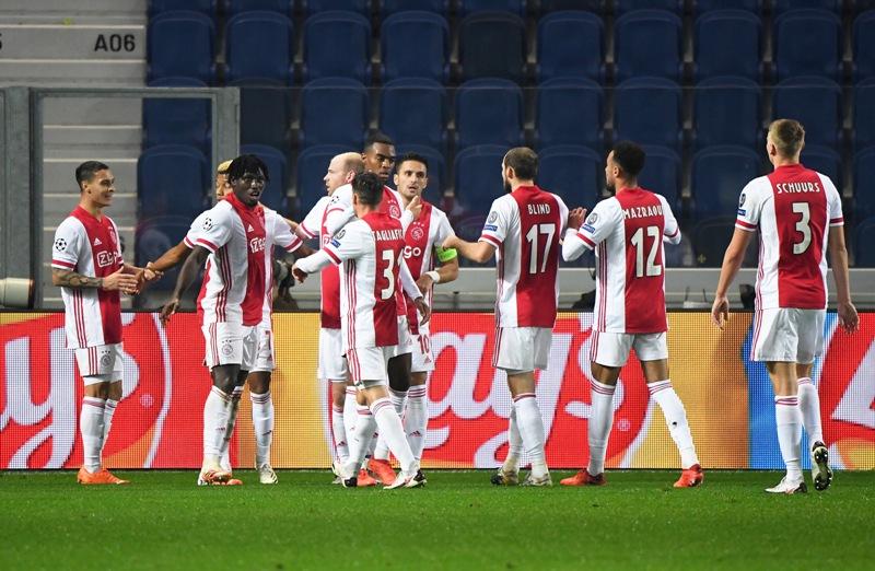 https: img.okezone.com content 2020 11 03 261 2303629 11-pemain-positif-covid-19-ajax-masih-optimis-menang-atas-midtjylland-iGCCOeXdfX.jpg
