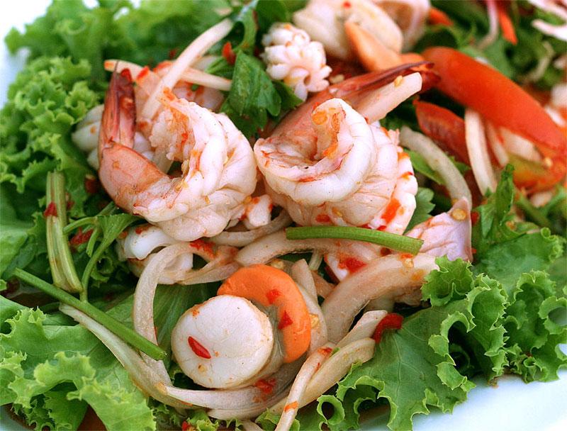 https: img.okezone.com content 2020 11 03 301 2303286 liburan-ke-thailand-jangan-lupa-cicipi-7-kuliner-seafood-lezat-ini-JEgQAfAtuj.jpg