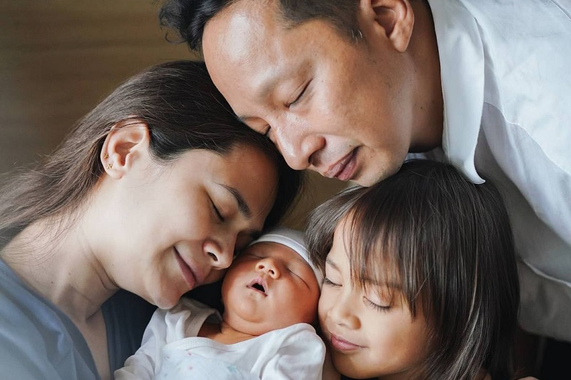 https: img.okezone.com content 2020 11 03 33 2303233 ringgo-ungkap-ekspresi-wajah-bjorka-saat-bertemu-dengan-anak-keduanya-vep4vXRbad.jpg