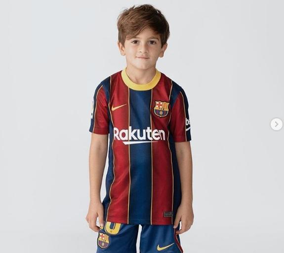 https: img.okezone.com content 2020 11 03 46 2303391 ulang-tahun-anak-lionel-messi-bangga-kenakan-seragam-barcelona-NHyZTGjtcd.jpg