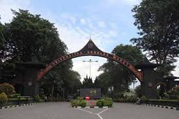 https: img.okezone.com content 2020 11 03 65 2303130 tim-fh-uns-raih-juara-best-contract-dalam-diponegoro-law-fair-2020-3W8xqwIxfF.jpg
