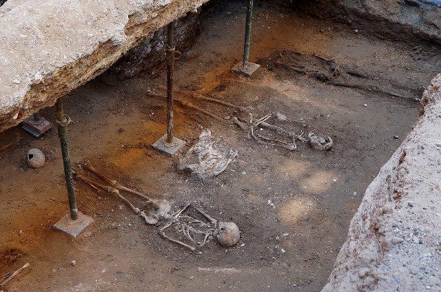 https: img.okezone.com content 2020 11 04 16 2304031 arkeolog-temukan-kerangka-kepala-suku-irlandia-berusia-418-tahun-dS1tPxChjW.jpg
