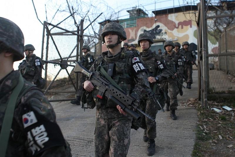 https: img.okezone.com content 2020 11 04 18 2304178 pria-korea-utara-terobos-perbatasan-diduga-akan-membelot-ke-selatan-aWbgipTOLg.jpeg