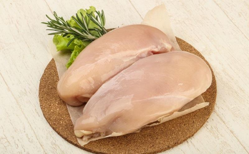 https: img.okezone.com content 2020 11 04 298 2304077 cara-menyimpan-daging-ayam-agar-tetap-berkualitas-s7ZQ4L45cR.jpg