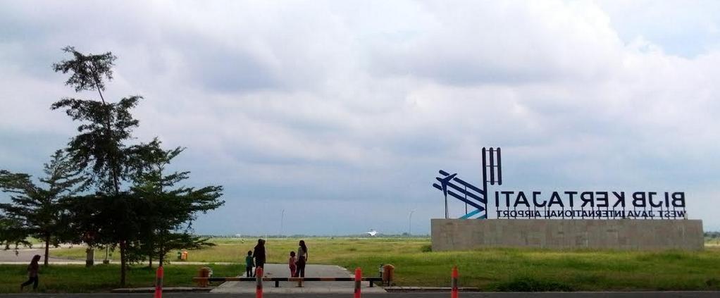 https: img.okezone.com content 2020 11 04 320 2303870 miris-bandara-terbesar-ri-sepi-dan-kini-buka-jasa-foto-prewedding-qfk8XcMOte.png