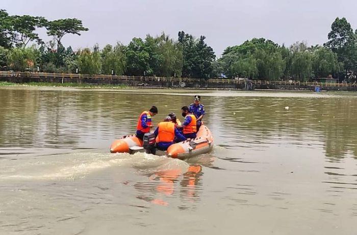 https: img.okezone.com content 2020 11 04 338 2303993 puluhan-buaya-lepas-tim-bpbd-patroli-di-sungai-cisadane-8pP8KgNPxr.jpg