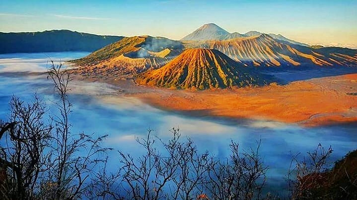 https: img.okezone.com content 2020 11 04 408 2303756 3-gunung-paling-instagramble-di-indonesia-cocok-buat-pendaki-pemula-berjiwa-petualang-RlmrZpEjjC.jpg