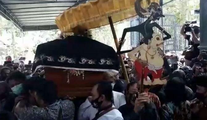 https: img.okezone.com content 2020 11 04 510 2304092 wasiat-ki-seno-nugroho-minta-diiringi-gending-jawa-saat-pemakaman-n278DEHlbH.JPG