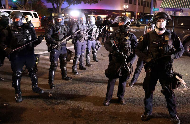 https: img.okezone.com content 2020 11 05 18 2304740 polisi-tangkap-50-orang-demonstran-pilpres-as-di-new-york-10-di-portland-Z6lub5uhro.jpg