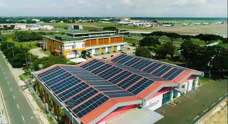 https: img.okezone.com content 2020 11 05 320 2304801 canggih-ini-daftar-3-bandara-yang-pakai-listrik-tenaga-surya-tsXjwVmMPx.jpg