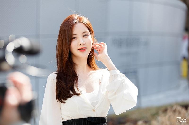 https: img.okezone.com content 2020 11 05 33 2304430 kenang-park-ji-sun-seohyun-snsd-kepergianmu-membuat-hatiku-sakit-tNjj1qnnUK.jpg