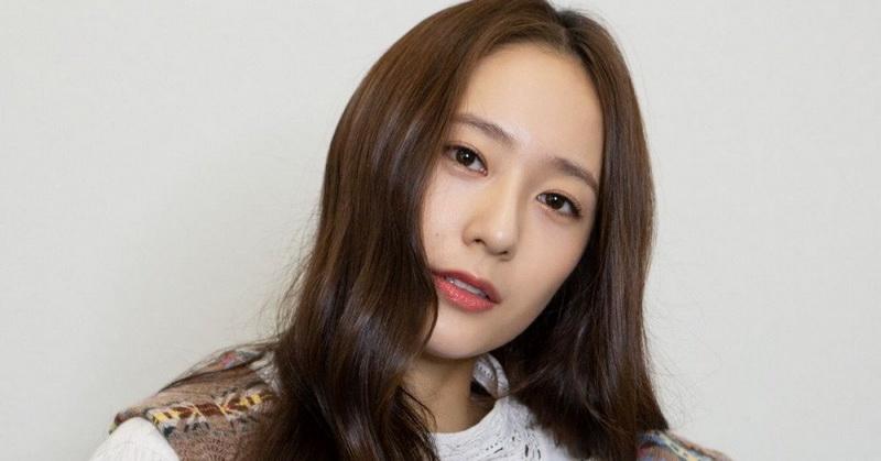 https: img.okezone.com content 2020 11 05 33 2304893 curhat-krystal-jung-beradegan-ciuman-di-film-more-than-family-pUsluIJ6ho.jpg