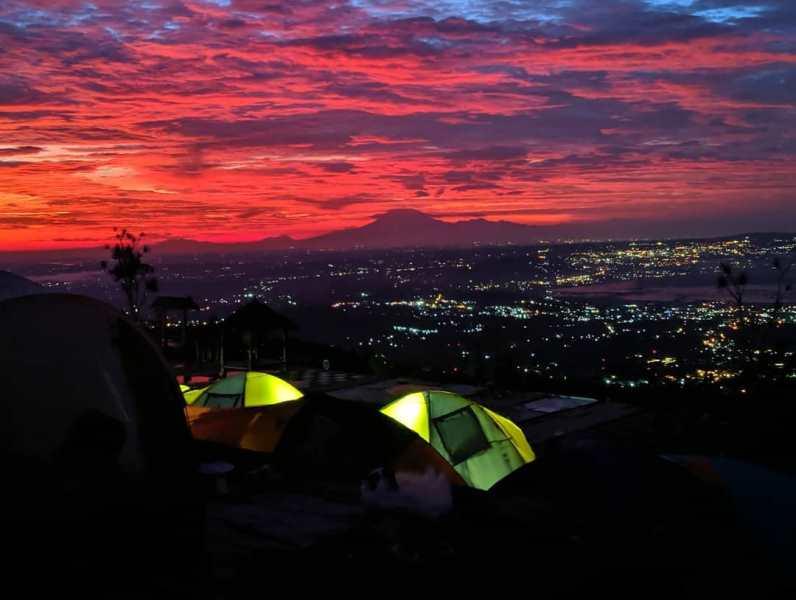 https: img.okezone.com content 2020 11 05 408 2304863 asyiknya-menikmati-golden-sunrise-di-lereng-gunung-ungaran-3Fh6kwRKRC.jpg