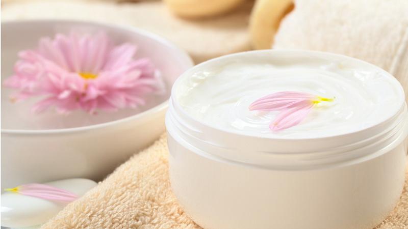 https: img.okezone.com content 2020 11 05 481 2304715 beberapa-manfaat-lotion-kalamin-untuk-kesehatan-kulit-GeXAQkmCSE.jpg