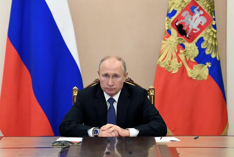 https: img.okezone.com content 2020 11 06 18 2305532 pastikan-vladimir-putin-sehat-kremlin-bantah-rencana-mundur-pada-januari-2021-HHSieHPg2H.JPG