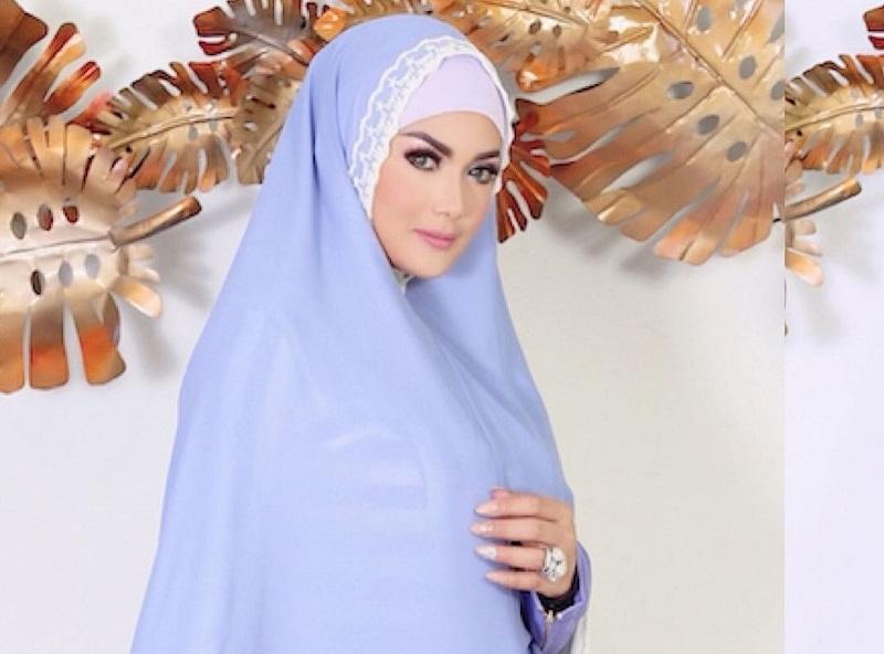 https: img.okezone.com content 2020 11 06 194 2305491 gaya-krisdayanti-saat-memakai-hijab-cantik-bisa-jadi-inspirasi-xymFU5KUjf.jpg