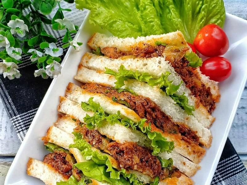 https: img.okezone.com content 2020 11 06 298 2305158 spicy-sarden-sandwich-sarapan-spesial-untuk-akhir-pekan-RCek1yTeFJ.jpg