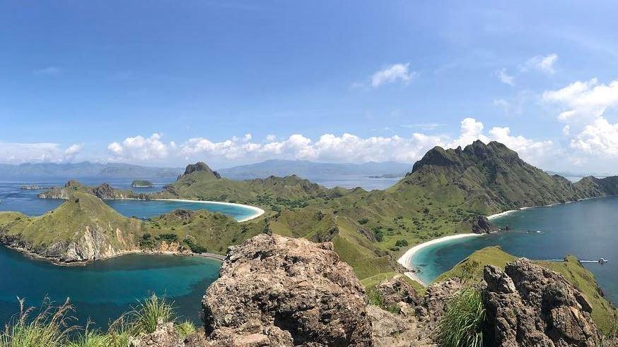 https: img.okezone.com content 2020 11 06 406 2305182 bangkitkan-geliat-pariwisata-3-rute-baru-ke-destinasi-wisata-unggulan-diluncurkan-Nas8v9pHtG.JPG