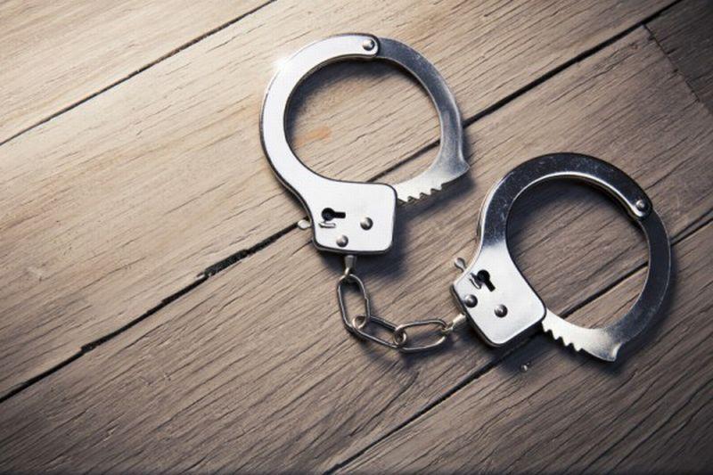 https: img.okezone.com content 2020 11 07 18 2305685 polisi-tangkap-2-pria-bersenjata-di-dekat-lokasi-penghitungan-suara-pilpres-as-56aeaDcRDi.jpg