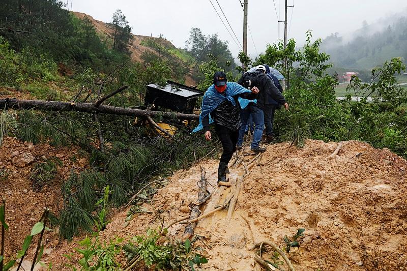 https: img.okezone.com content 2020 11 07 18 2305885 badai-eta-landa-guatemala-100-orang-tewas-tertimbun-tanah-longsor-YbWBIG8PDv.JPG