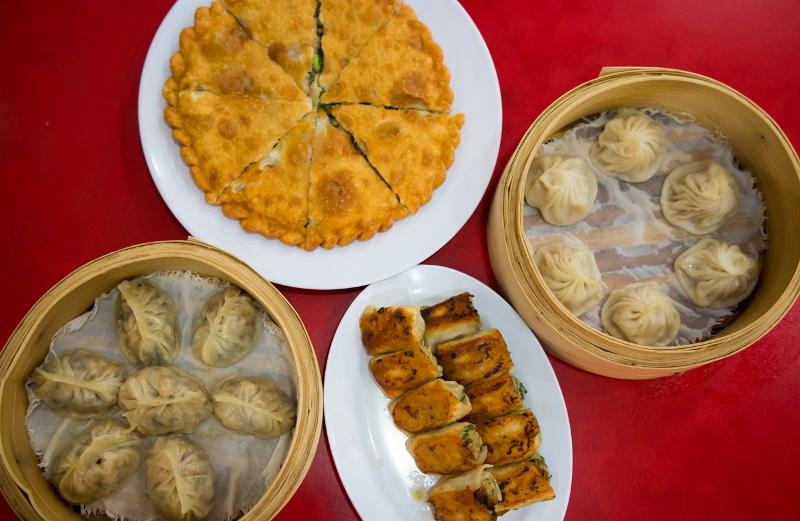 https: img.okezone.com content 2020 11 07 301 2305840 wisata-kuliner-di-singapura-sajian-khas-4-kedai-legendaris-ini-patut-dicoba-WyoIE0mVSm.jpg