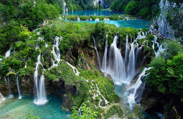 https: img.okezone.com content 2020 11 07 408 2305797 deretan-danau-terindah-di-dunia-surganya-para-pencinta-alam-lnrakS8gwj.jpg