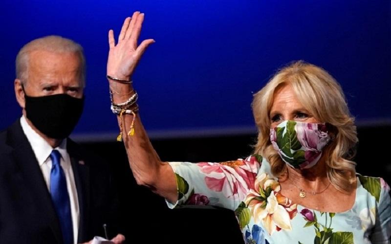 https: img.okezone.com content 2020 11 08 194 2306060 potret-cantik-jill-biden-istri-presiden-terpilih-as-XiDCFkZKGK.jpg