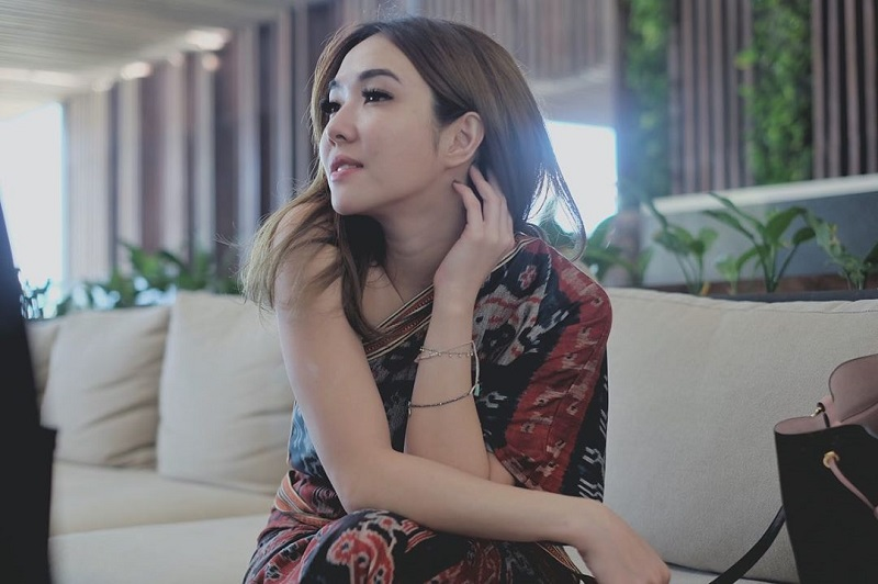 https: img.okezone.com content 2020 11 08 33 2306144 ramai-video-syur-gisella-anastasia-muka-seperti-aku-banyak-VrbU796zST.jpg